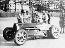 Bugatti T54 Thomas Fotheringham loses a wheel at Brooklands. Photo